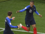 Com gol de Mbappé, França supera Peru e se classifica
